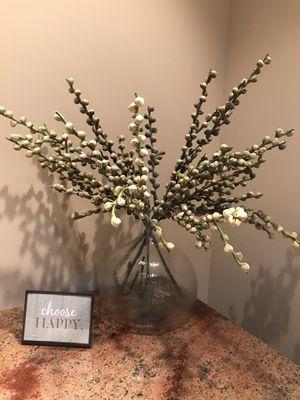 Photo DIGS...Blown glass and flower arrangement