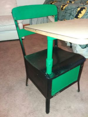 Metal kid's desk for Sale in Cleveland, OH