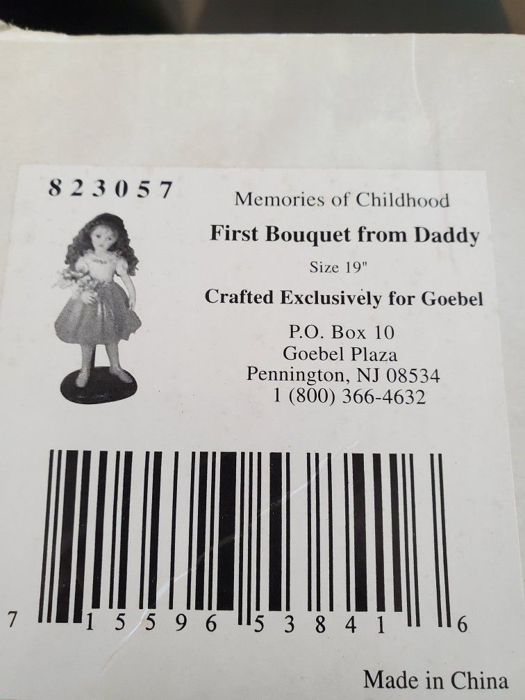 New Porcelain Collector Daddys First Bouquet By Richard Simmons Doll