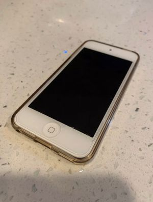 I pod touch 6 in gold 64gb for Sale in San Diego, CA