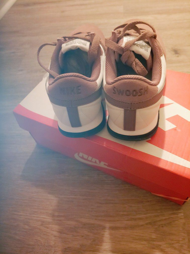 New Never Worn Women's Nike Pre Love O.x Shoes