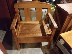 Bench with lift up seat storage for Sale in Tacoma, WA