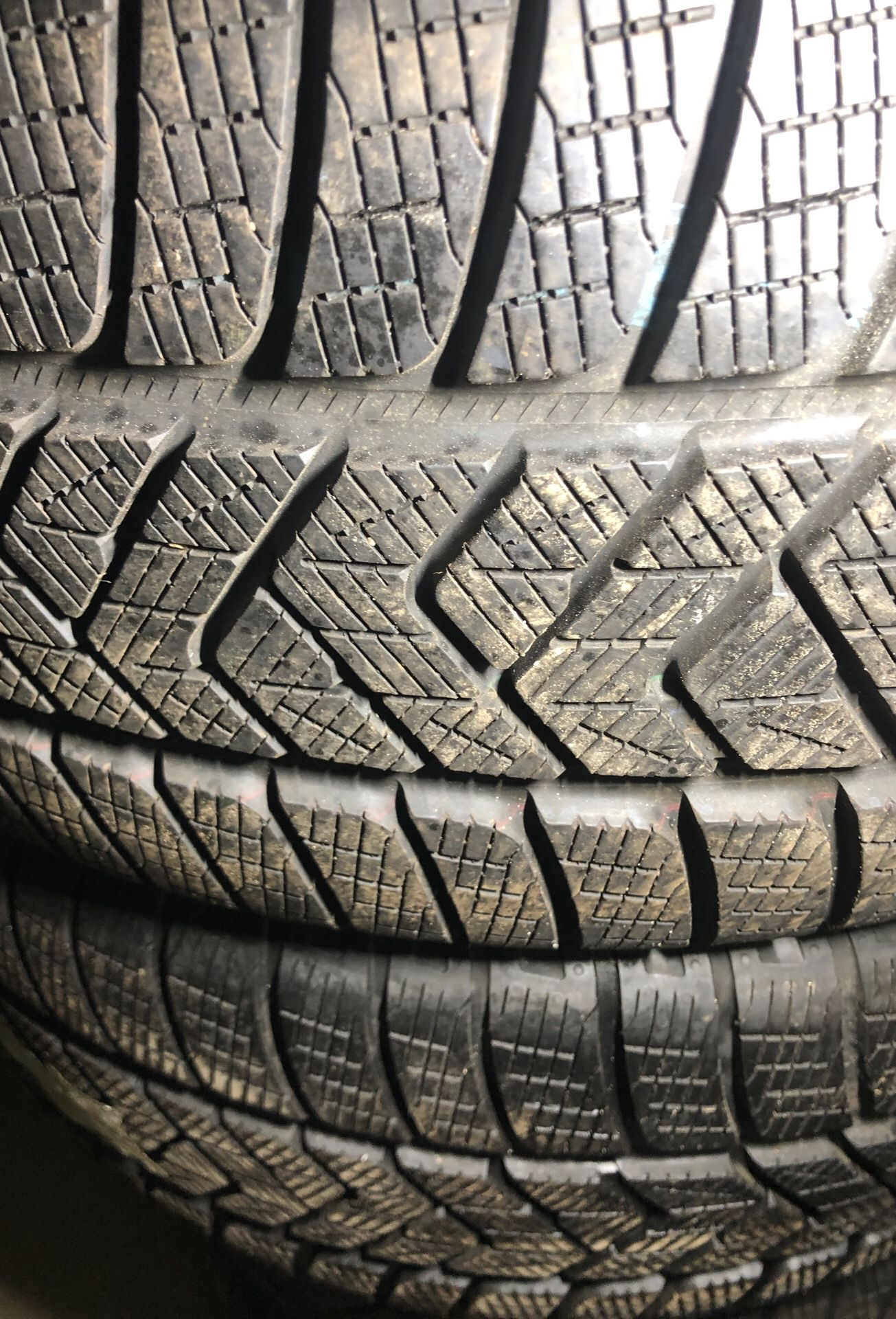255-40-21 tires for sale SET of tires almost new %95