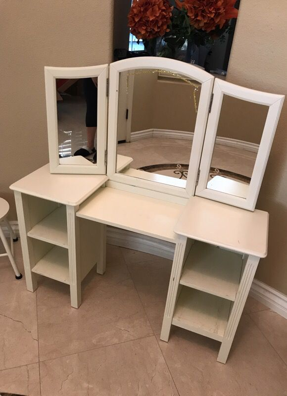 Pre Owned Pottery Barn Kids Madeline Play Vanity Set