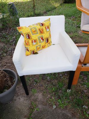 Small chair for Sale in Alexandria, VA