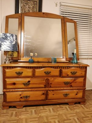 "Soldi wood dresser with 7 drawers and big mirror, pet free smoke free. L60""*W17.5""*H30.5"" for Sale in Annandale, VA"