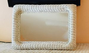 "Photo Vintage white wicker mirror 28""x 19"""