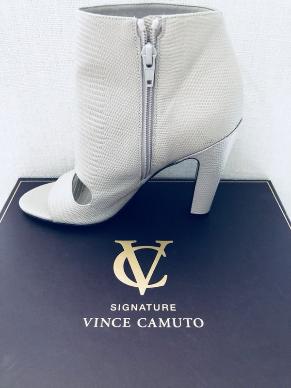 5f22acfc8 Fashionable Signature Vince Camuto Booties for Sale in Barrington ...