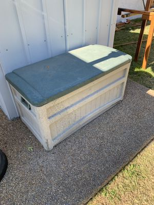 Suncast 73 gallon Deck Box Outside Storage for Sale in Las Vegas, NV