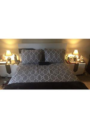 Queen bedroom set for Sale in Centreville, VA