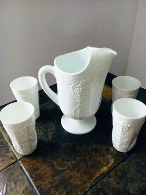 Milk glass set vintage for Sale in Orlando, FL