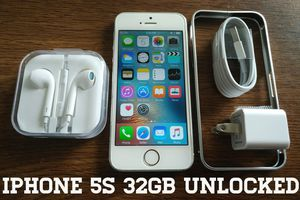 Silver Iphone 5S UNLOCKED 32GB w/ Accessories for Sale in VA, US