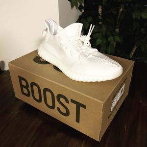 Yeezy boost 350 triple white size 10 for Sale in Alexandria, VA