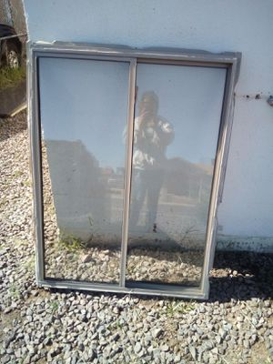 Photo DUAL PANE WINDOW 3FT WIDE 4FT TALL ASKING $50 FIRM MUST PICK UP 73rd Ave and Indian School and no less Came out of my house remodel in Scottsdale