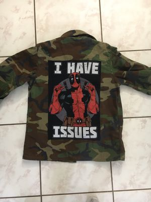 Photo Beautiful vintage military camouflage jacket reworked with Dead Pool patch image on the back size M