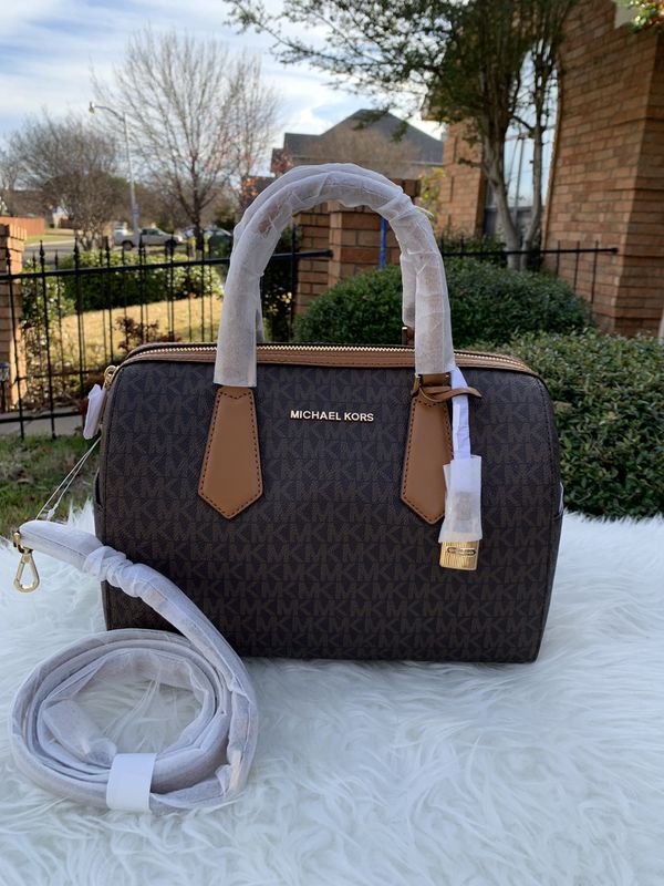 33d557164760a0 Michael Kors Hayes Large Duffle Brn/Acrn for Sale in Arlington, TX ...