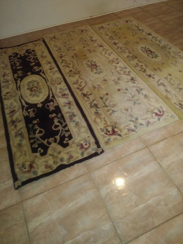 3 Carpet Runners One Is Burgundy And Two Are Color Beige 2 Ft Wide 4 Feet Long For In West Palm Beach Fl Offerup
