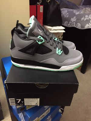 Jordan retro 4 Green glow size 7 DS for Sale in Manassas, VA