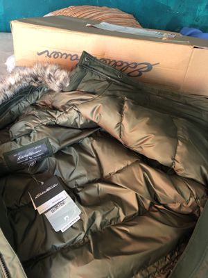 XL MEN Eddie Bauer Coat W/ Fur Hood for Sale in Washington, DC