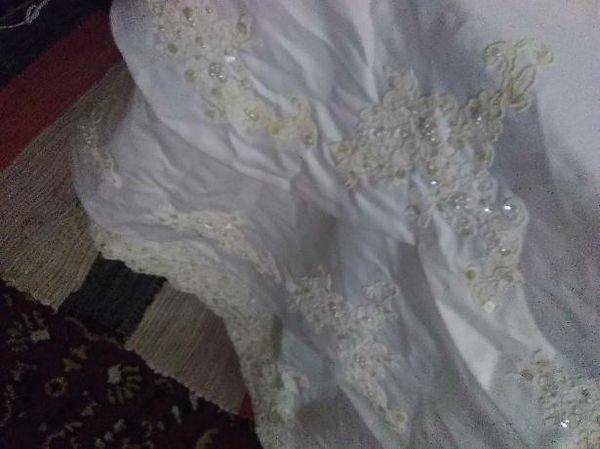 Wedding dress clothing shoes in kansas city ks offerup for Where can i sell my wedding dress locally