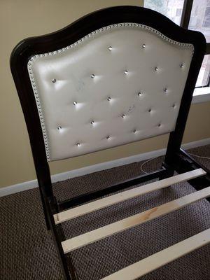 Free - Gratis - Bed Frame - Cama Twin size for Sale in Herndon, VA