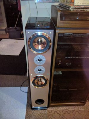 New DaVinci speakers 700 w really loud speakers and work awesome for Sale in St. Louis, MO