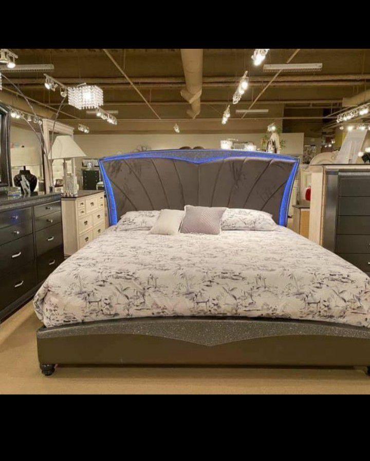 New Queen Size Bedroom Set /29 Down