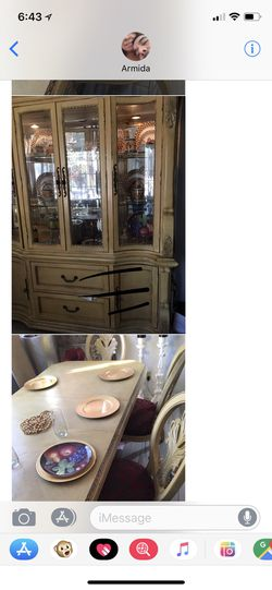 $400.00 Mesa con 6 sillas muy Bonita no tengo espacio donde ponerla por eso la vendo y chinera todo por $400.00 Thumbnail