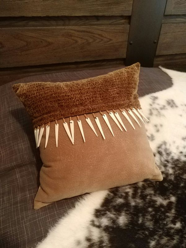 Taupe And Brown Pillow With Bone Trim Household In Gilbert Az Offerup