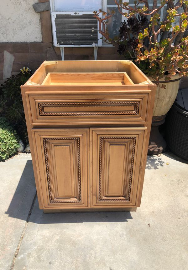 Kitchen cabinet for Sale in El Monte, CA - OfferUp