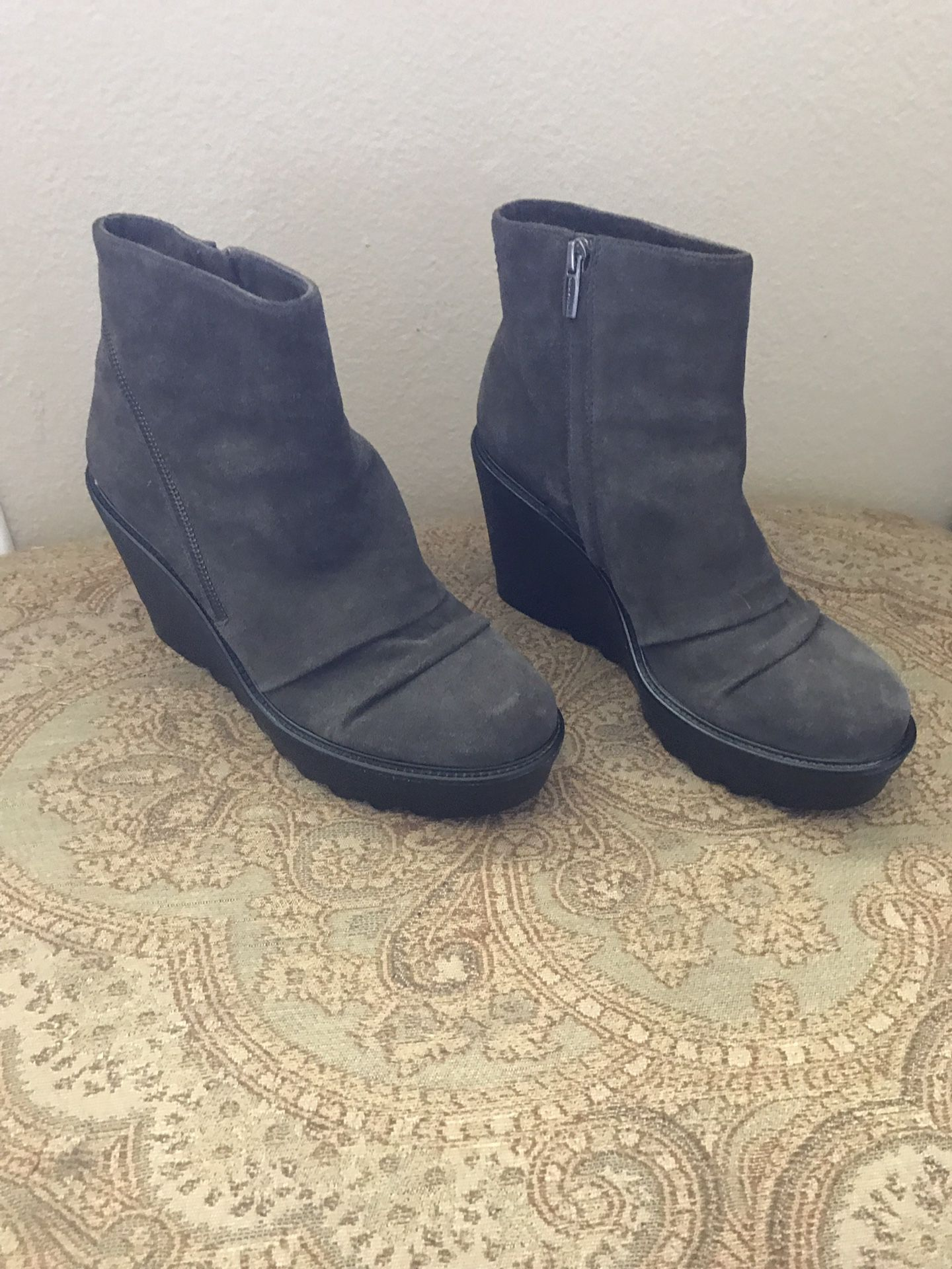 Vince Camuto women's booties size 10