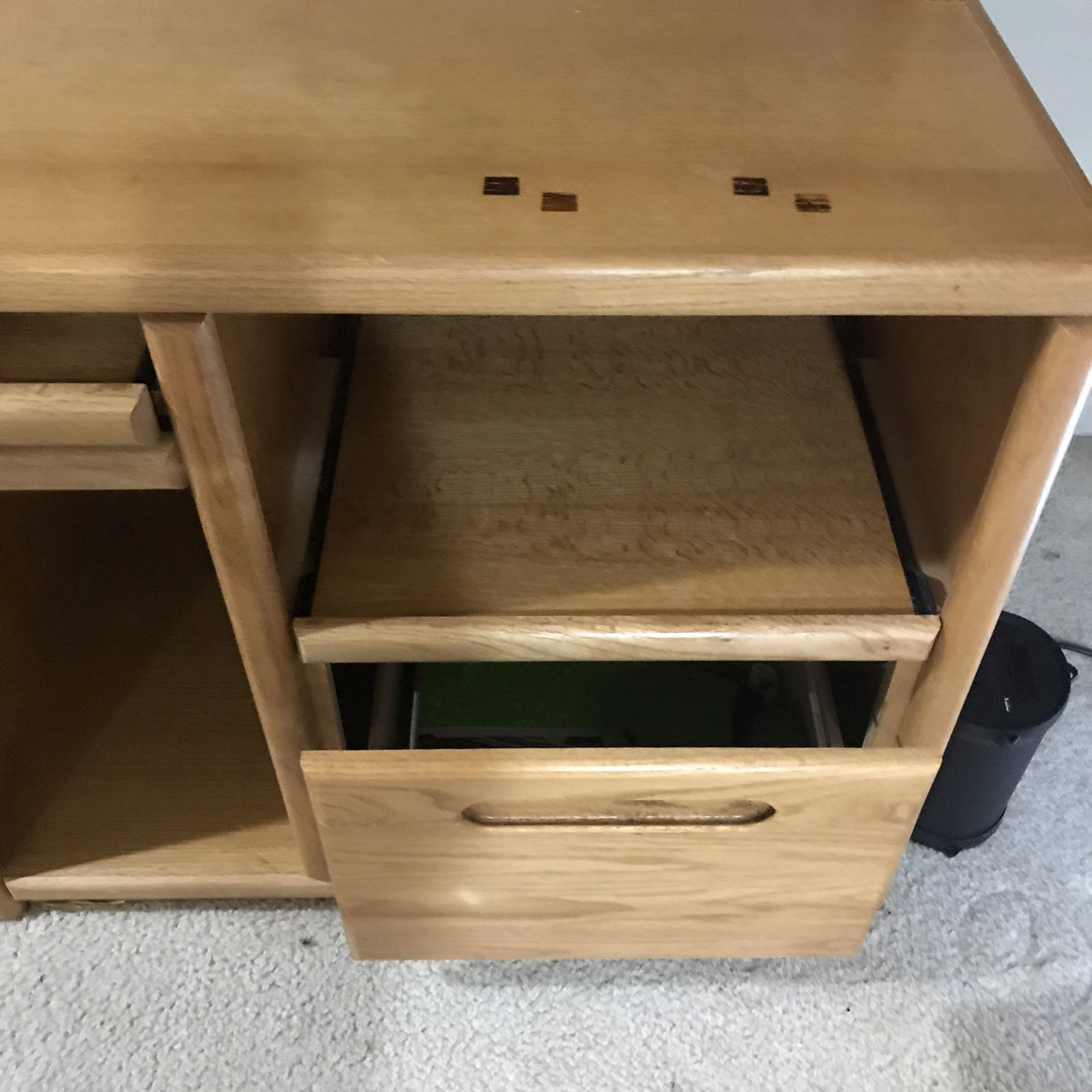 Computer Desk, Can Be Used For Virtual School Lessons , Working From Home, It Has A Top Cabinets, A Draw, another Pull Out Desk, Local Curbside Picku