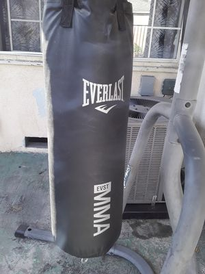 Photo Tapout Heavy Bag and Gloves