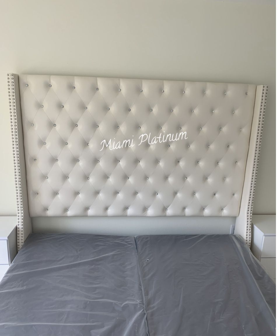 King Bed 🛌 Frame Only (Also Available In Queen And Other Colors Gray, Blue, Black)/// Financing Available