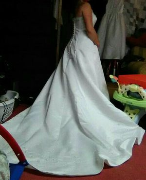 Wedding gown size 10 for Sale in Saint Charles, MO