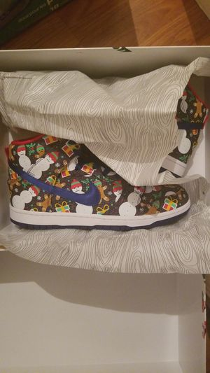 Ugly Xmas sweater dunks size 10 special box Nike for Sale in Alexandria, VA