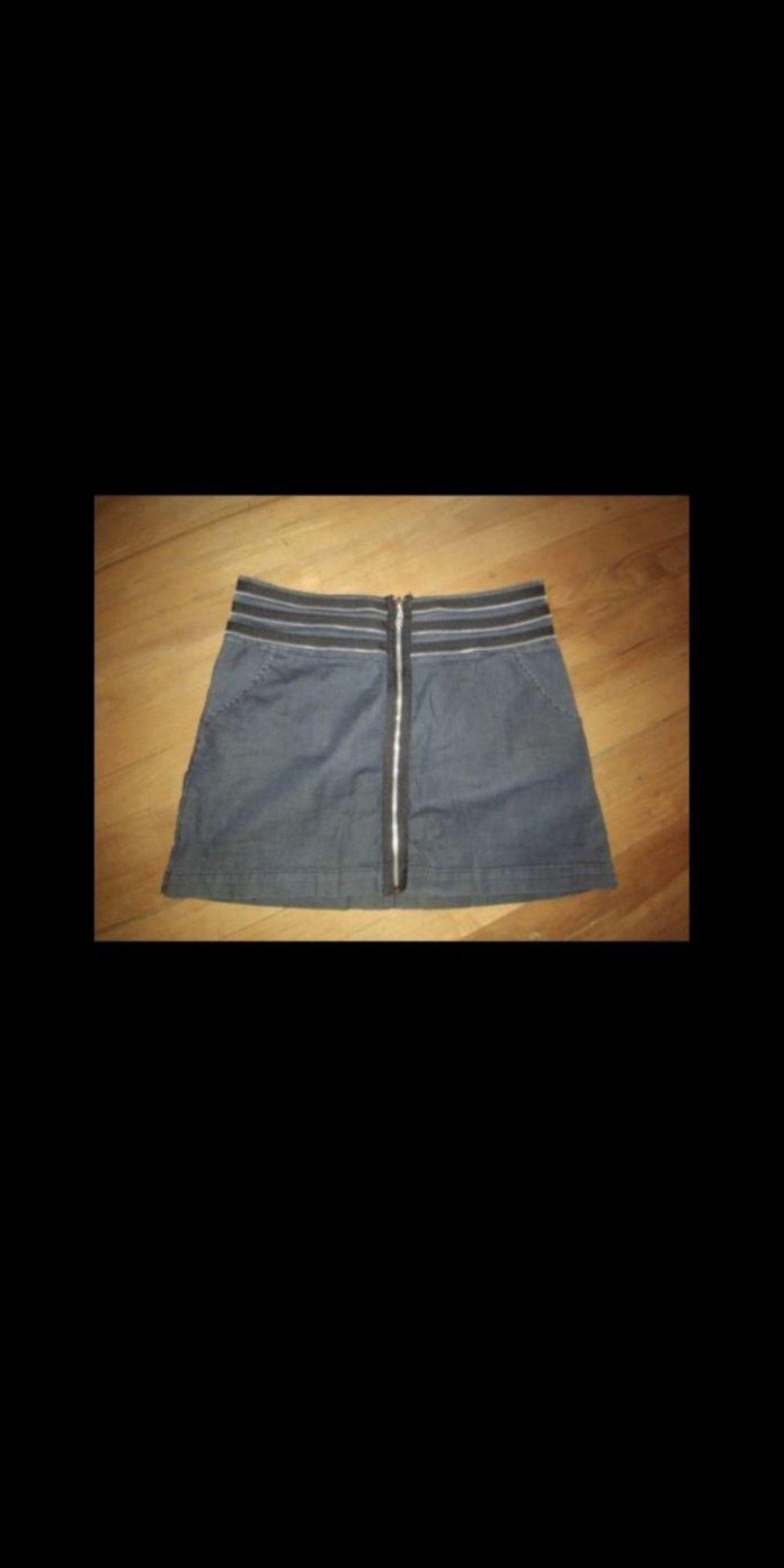 Gray zipper skirt size medium super cute