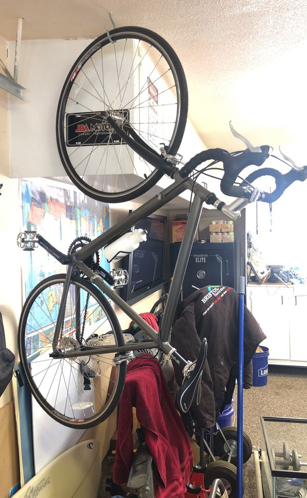54cm Caloi Pro Aluminum road bike for Sale in Canyon Country, CA - OfferUp
