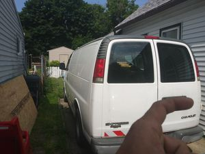 e977c364f15e12 2002 chevy express 1500. Needs a head gasket. for Sale in Cleveland