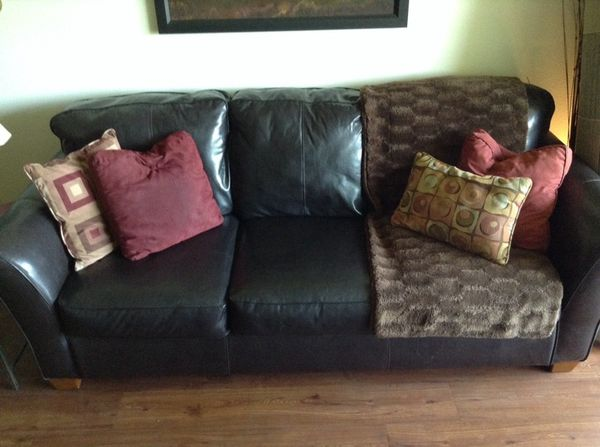 Black Leather Sofa with throw blanket for Sale in Altamonte Springs, FL -  OfferUp