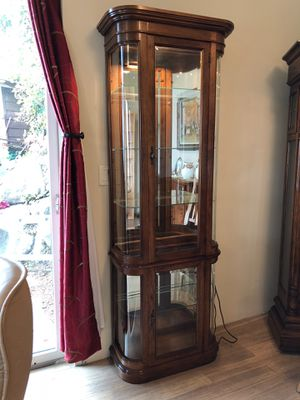 Curio Cabinet W Light Perfect Condition 6 Shelves Counting The Bottom 77
