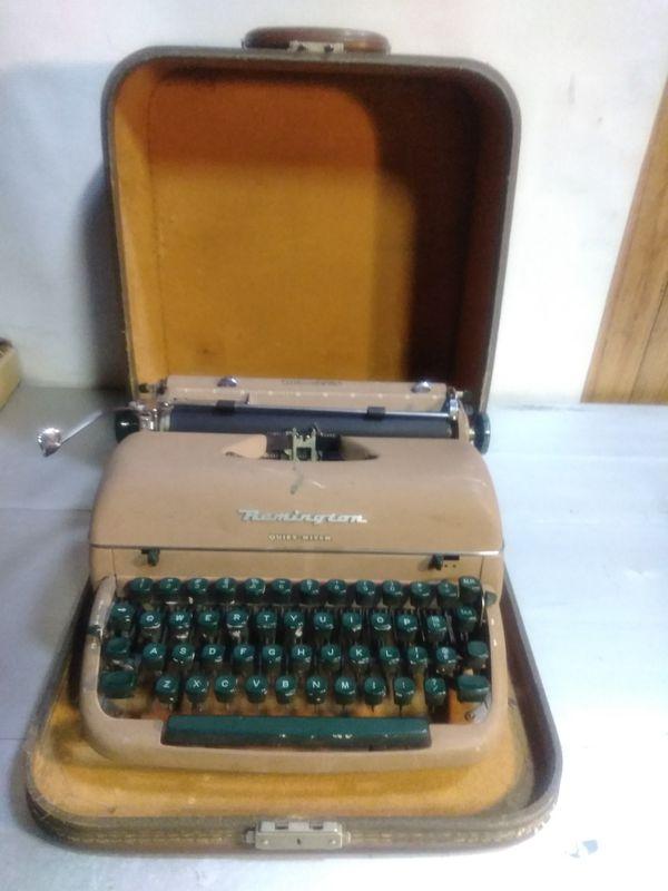 Remington Quiet-Riter Typewriter Vintage for Sale in Charlotte, NC - OfferUp