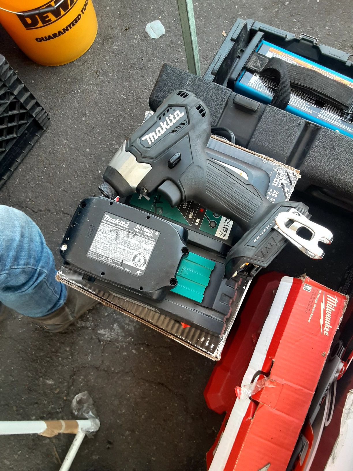 """MAKITA 18V BRUSHLESS 1/4"""" IMPACT WITH 2.0 BATTERY AND CHARGER 👍🤘👍🤘👍"""