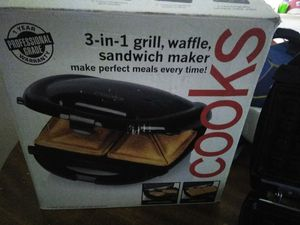 3 in one, waffle, sandwich maker and grill for Sale in Lynchburg, VA