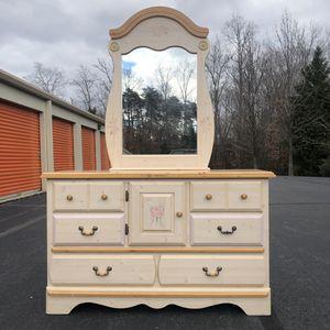 Long Dresser for Sale in Lake Ridge, VA
