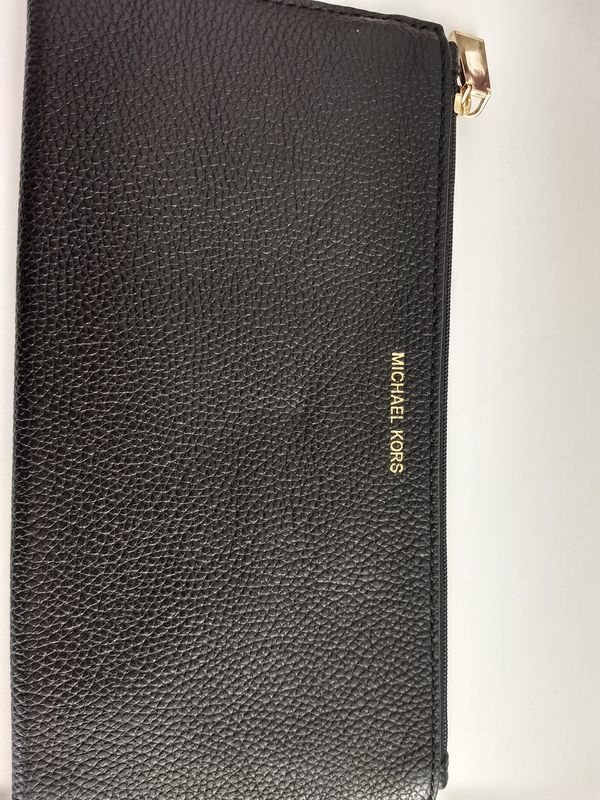 91100503591a Michael Kors wallet for Sale in Spartanburg, SC - OfferUp