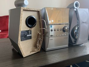 Photo Panasonic 5 disc cd changed with cassette player. Does power up but unknown working condition. Great project for quarantine period.