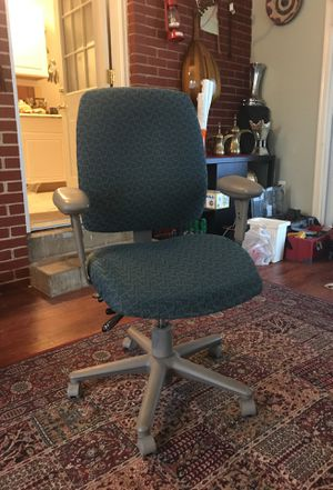 Office chair no issues looks like new for Sale in Manassas, VA