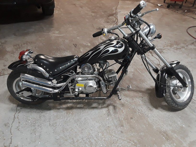 Photo Mini Chopper 125cc 4 SpeedClutch. Runs And Rides. New Battery, Plugs, Oil And Carburetor