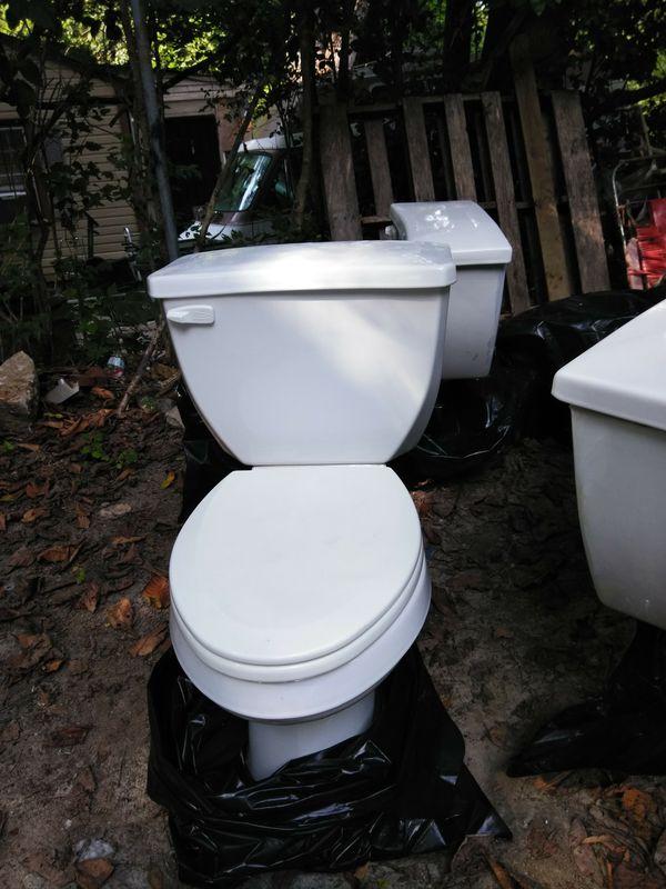 Gerber toilets like new $50 for Sale in Atlanta, GA - OfferUp